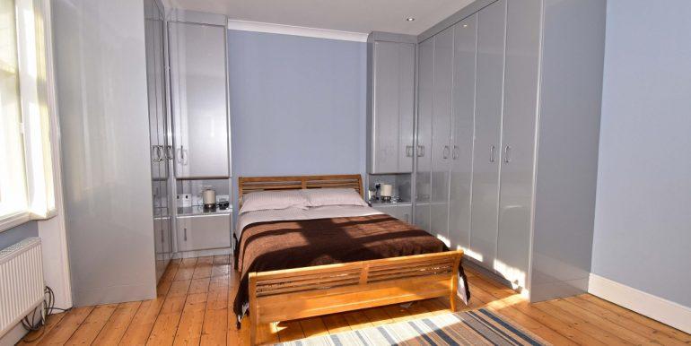 Bedroom One 1 of 2_1199x800