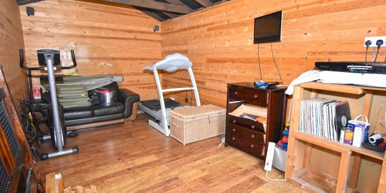 Summer House-Gym Inside