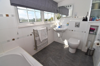 Family Bathroom 1 of 2_320x214