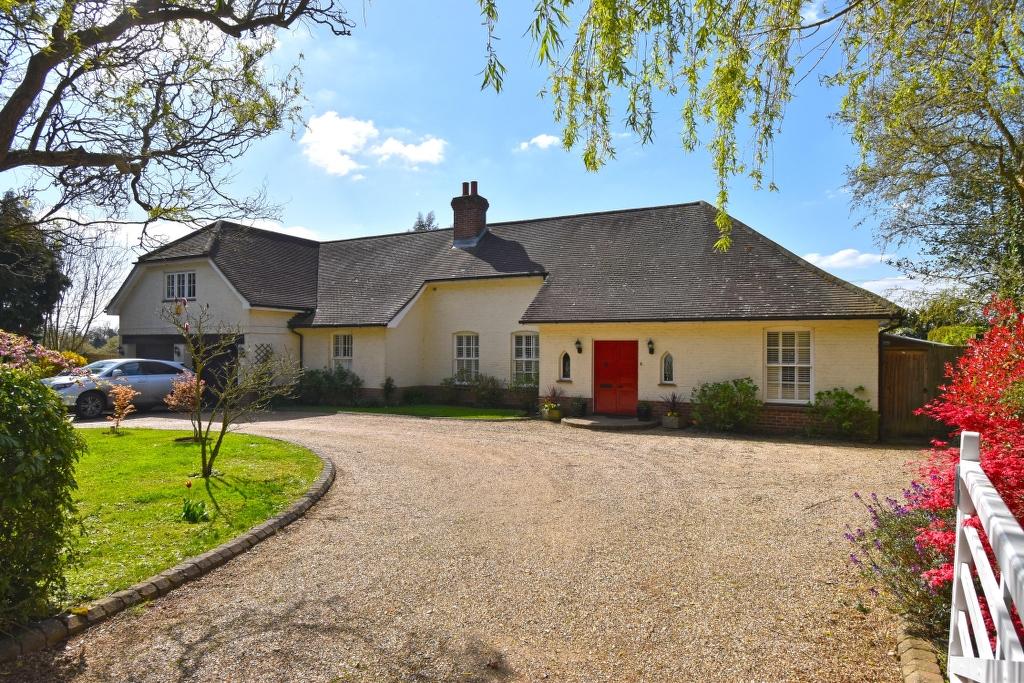 Abbotts Mead, Carneles Green, Broxbourne, Hertfordshire, EN10 7QB