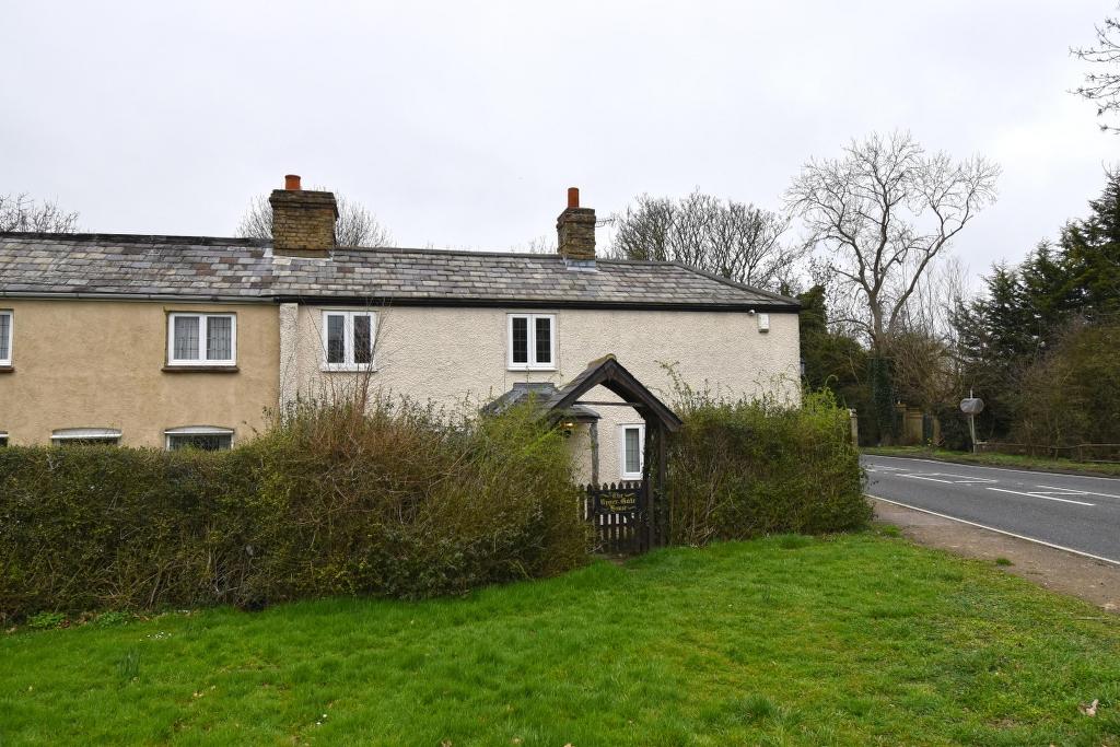 Upper 'Gate House, Nazeing Common, Nazeing, Essex, EN9 2DE