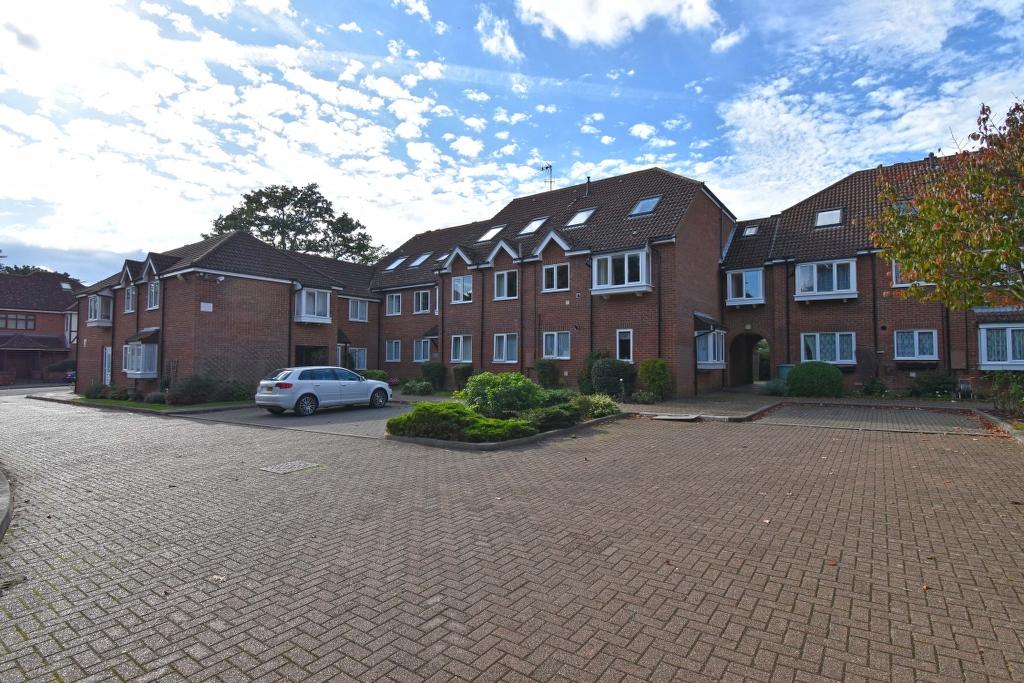 Gilliflower House Yewlands, Hoddesdon, Hertfordshire, EN11 8DT