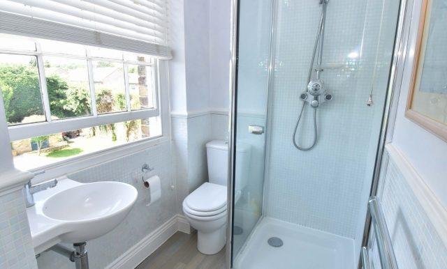 Bedroom One En-Suite_640x427