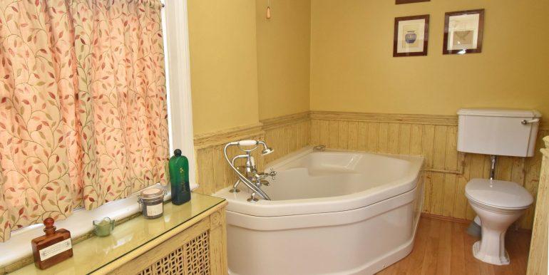 Family Bathroom 2 of 2