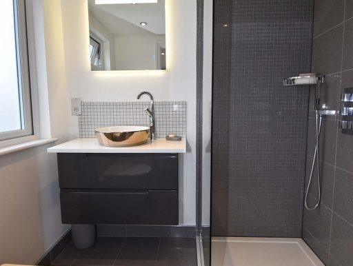En-Suite Shower_512x768