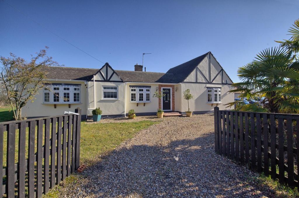 Halstead Bungalow, Halstead Hill, Goffs Oak, Hertfordshire, EN7 5NA
