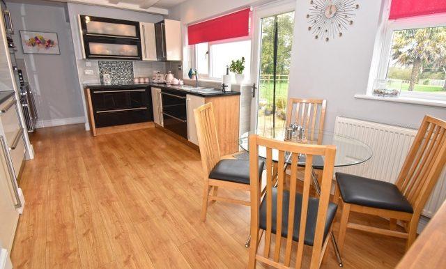 Kitchen-Breakfast Room 1 of 3_640x427