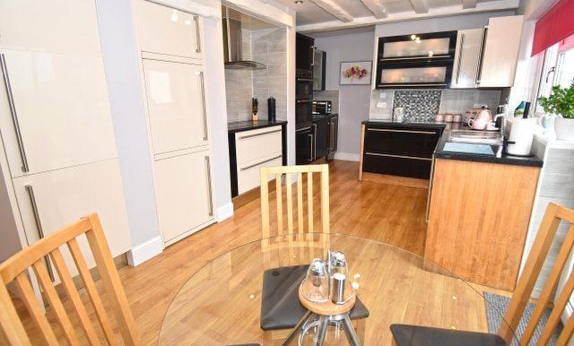 Kitchen-Breakfast Room 2 of 3_640x427